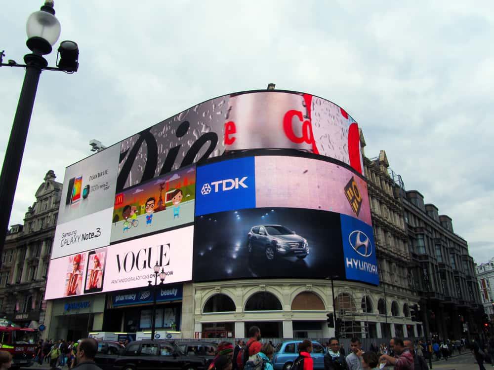 Londres - Piccadilly Circus ©Etpourtantelletourne.fr