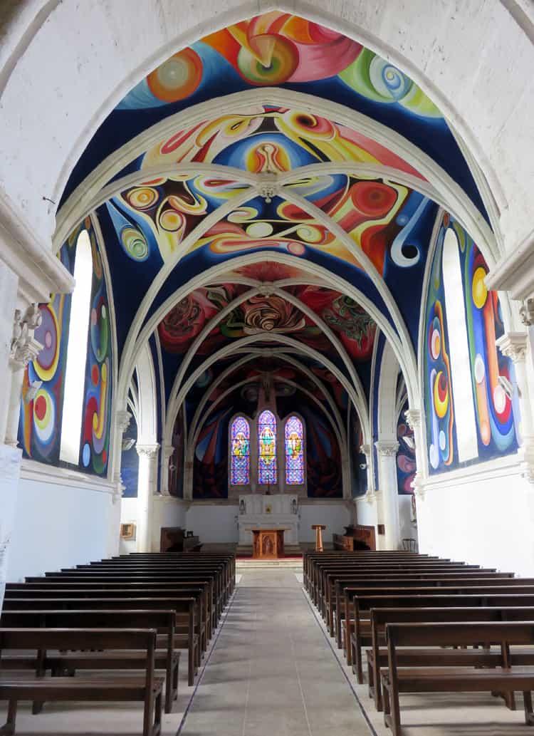 Séjour en famille dans le Berry : l'église du Menoux ©Etpourtantelletourne.fr
