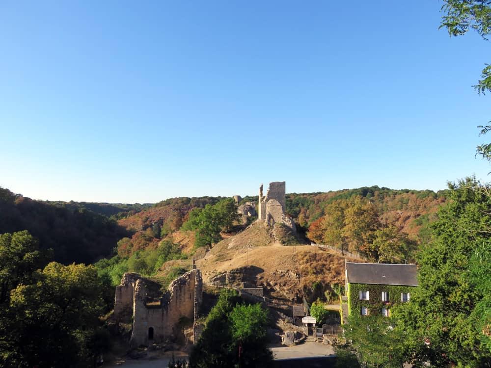 Séjour en famille dans le Berry : château de Crozant ©Etpourtantelletourne.fr