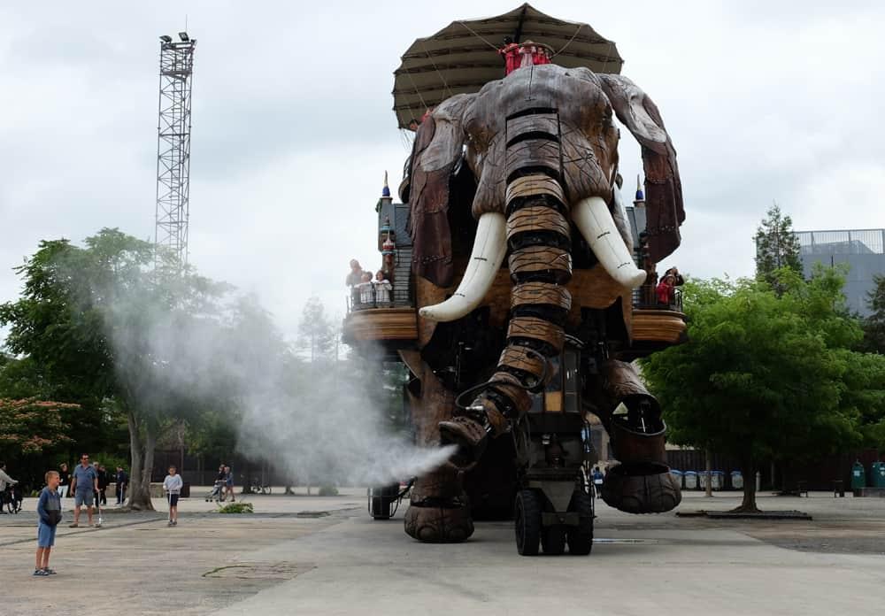 Voyage à Nantes 2017 l'éléphant de l'île de Nantes ©Etpourtantelletourne.fr