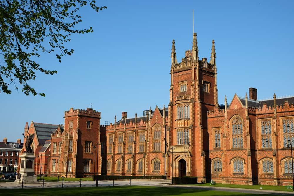 Belfast université ©Etpourtantelletourne.fr