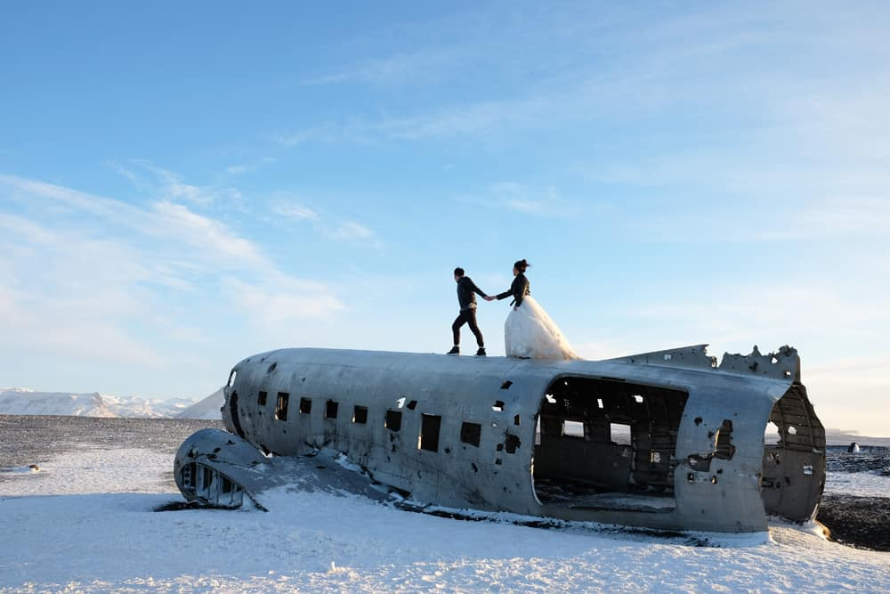 Avion Islande photo mariage ©Etpourtantelletourne.fr
