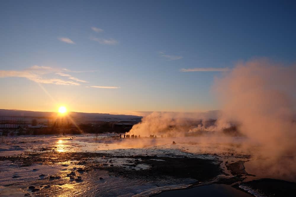 Islande en hiver Geyser lever de soleil ©Etpourtantelletourne.fr