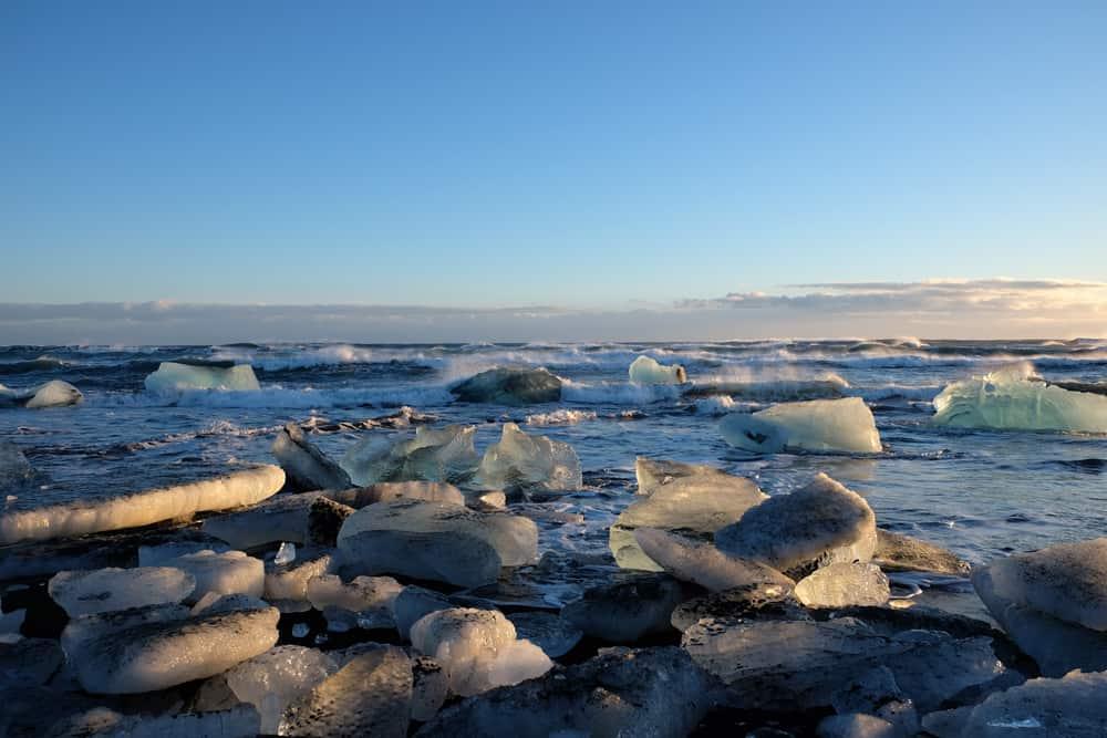 Islande en hiver plage avec des iceberg ©Etpourtantelletourne.fr