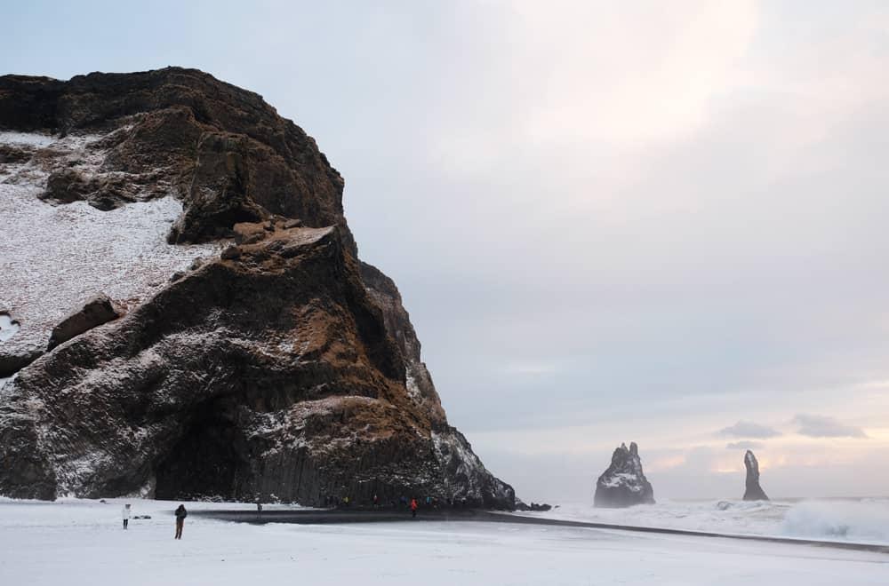 Islande en hiver La plage de Reynisfjara ©Etpourtantelletourne.fr