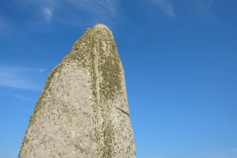 Plouescat menhir de Cam-Louis ©Etpourtantelletourne.fr