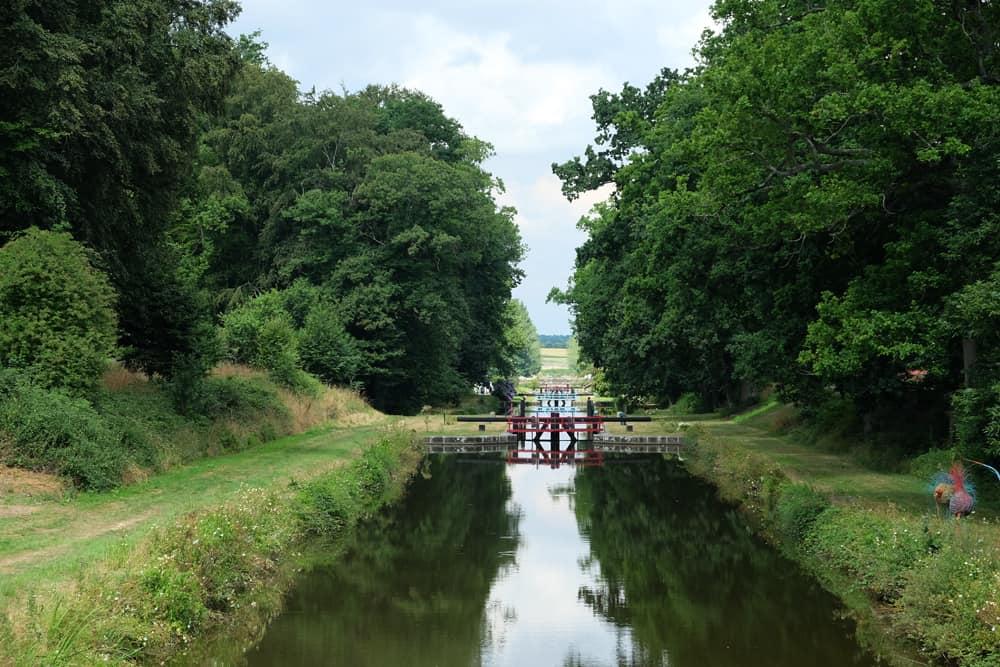 Les 11 écluses du canal d'Ille et Rance à Hédé ©Etpourtantelletourne.fr