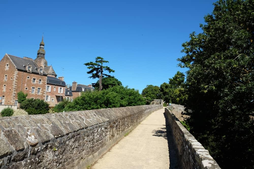 Les remparts de Dinan ©Etpourtantelletourne.fr