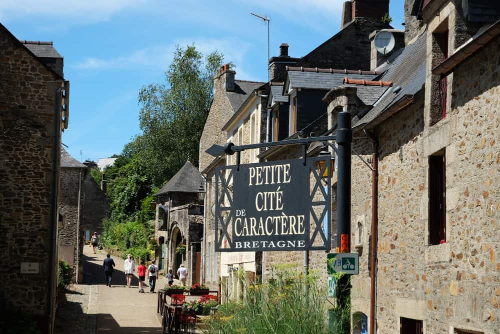 Léhon petite cité de caractère Bretagne ©Etpourtantelletourne.fr