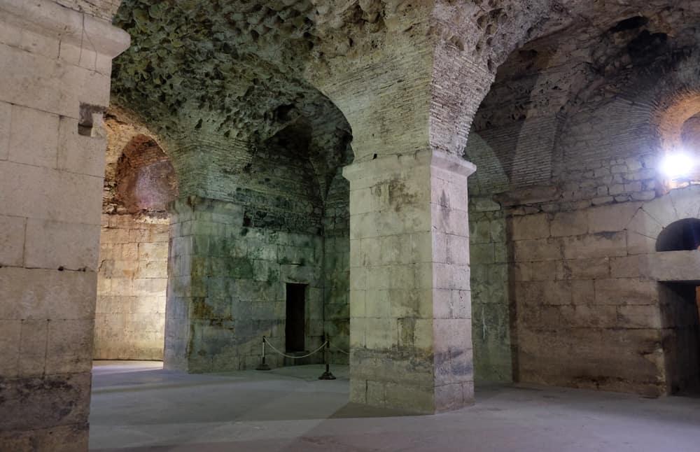 Itinéraire sur les lieux de tournage de Game of Thrones en Croatie - Split - sous sol Palais - Dragons - Meereen ©Etpourtantelletourne.fr