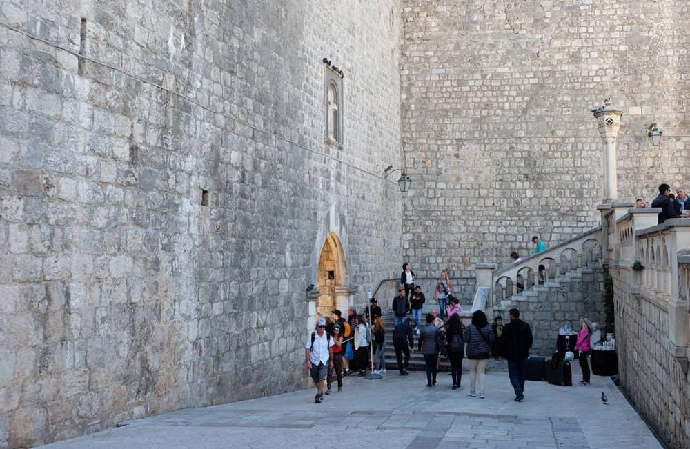 Itinéraire sur les lieux de tournage de Game of Thrones en Croatie - Dubrovnik - Porte Pile - Port Réal ©Etpourtantelletourne.fr