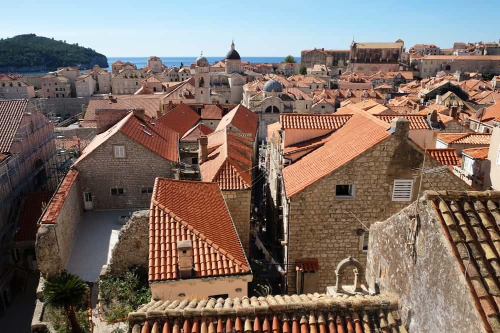Vue sur Dubrovnik depuis les remparts ©Etpourtantelletourne.fr