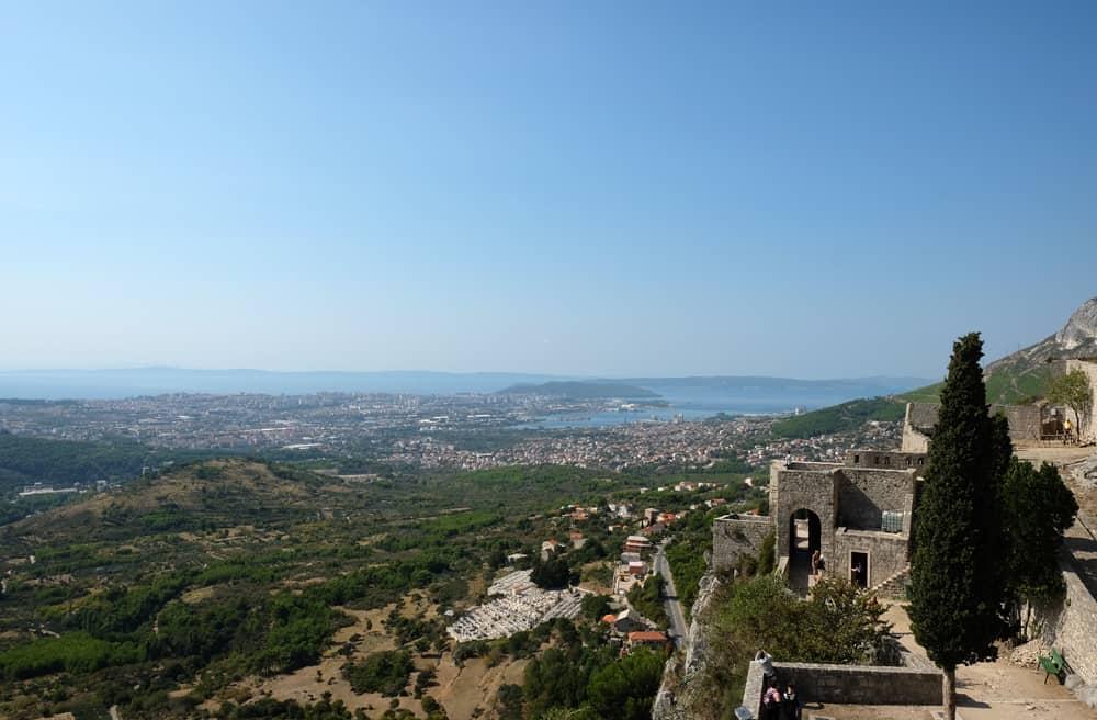 Vue sur Split depuis la Forteresse médiévale de Kliss ©Etpourtantelletourne.fr