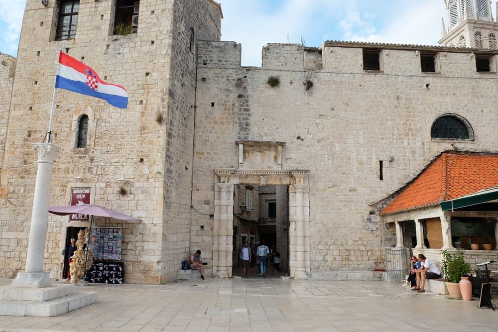 Trogir ville médiévale inscrit au patrimoine mondial de l'Unesco ©Etpourtantelletourne.fr