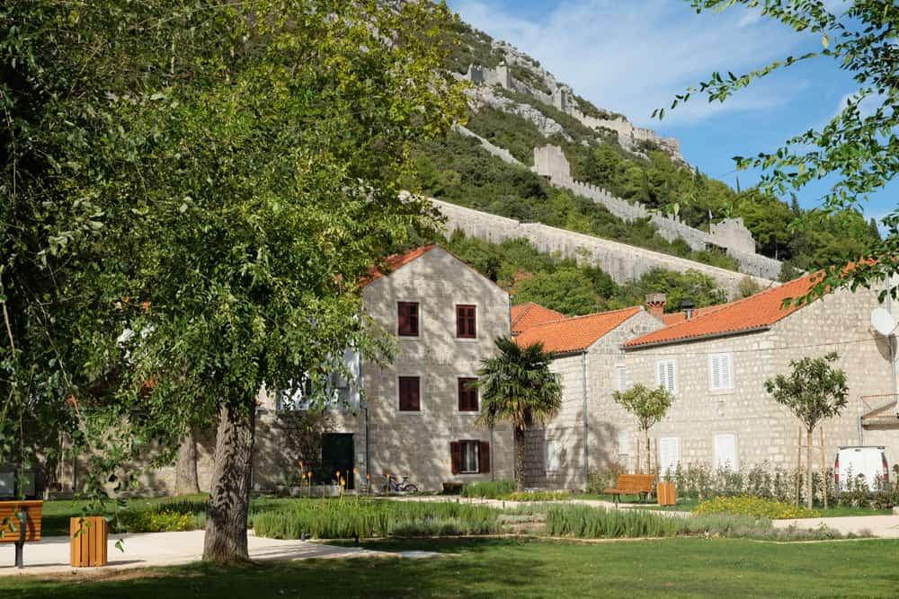 """Visite de Ston et du mur (la """"petite muraille de Chine"""") ©Etpourtantelletourne.fr"""
