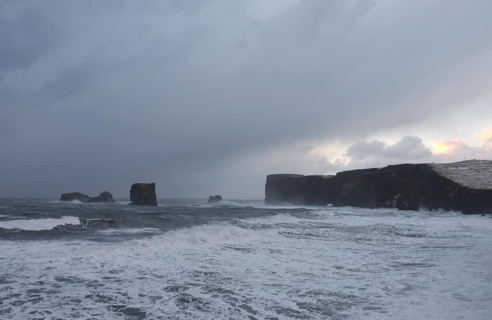 Itinéraire sur les lieux de tournage de Game of Thrones en Islande - péninsule Dyrhólaey - fort levant mur dragon - saison 7 ©Etpourtantelletourne.fr