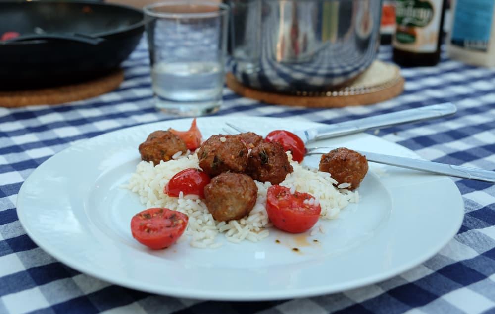 Spécialités culinaires de la Suède : les boulettes de viande // ©etpourtantelletourne.fr