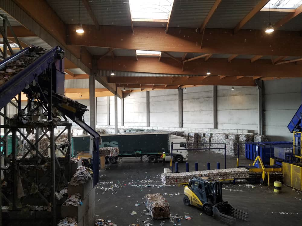 Visite du centre de tri de Rennes Métropole : le hall de presse