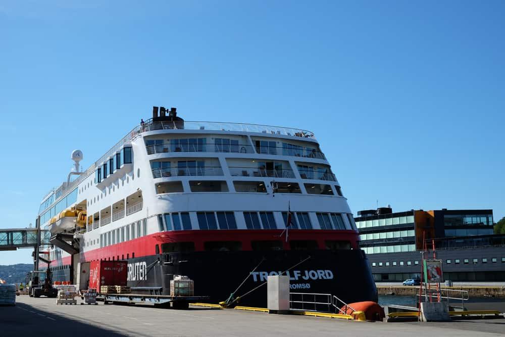 Départ pour une croisière avec Hurtigruten en Norvège ©Etpourtantelletourne.fr
