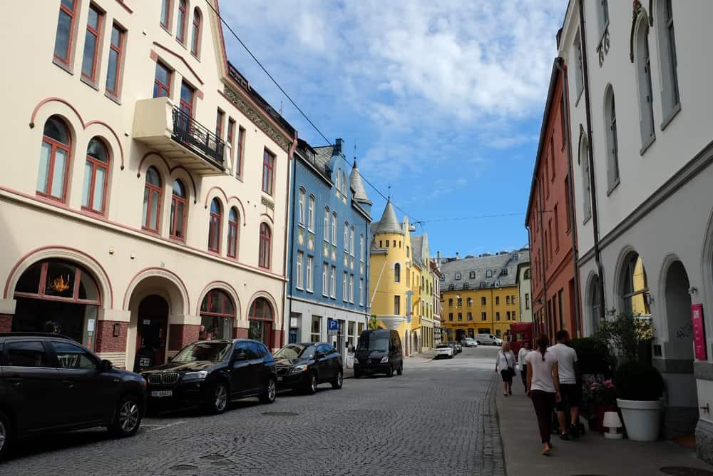 Promenade dans la ville d'Alesund ©Etpourtantelletourne.fr