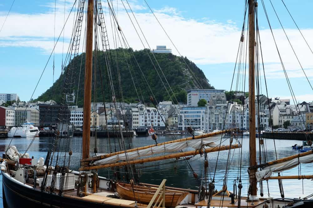 Balade sur le port d'Alesund ©Etpourtantelletourne.fr