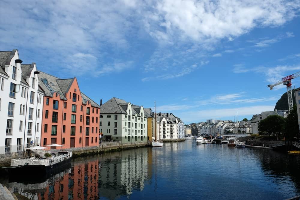 Balade dans la ville d'Alesund ©Etpourtantelletourne.fr