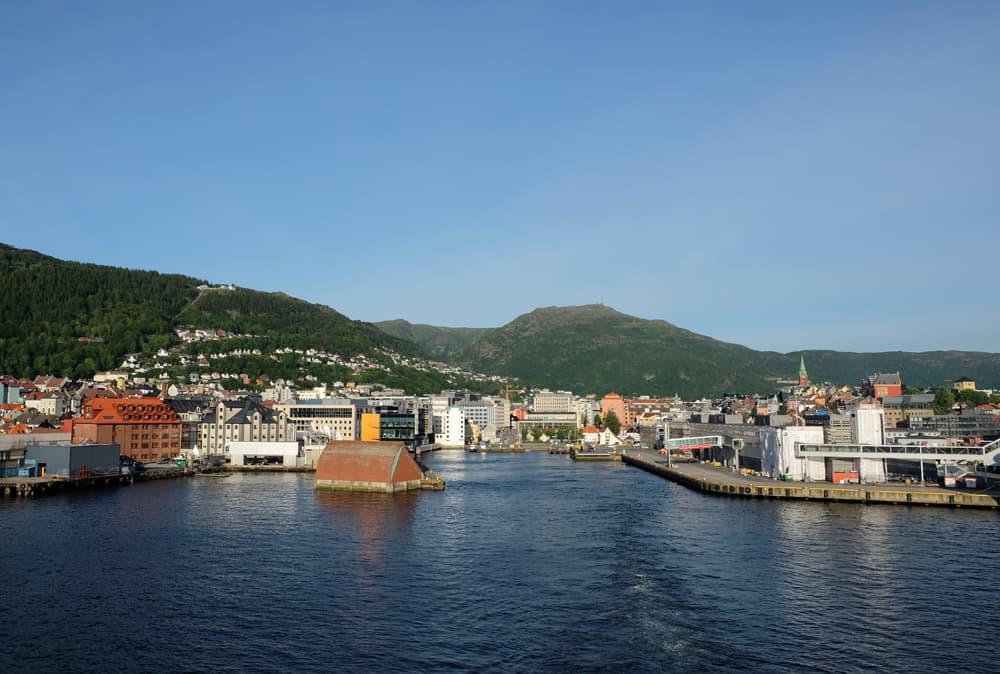 Départ de Bergen pour une croisière en Norvège ©Etpourtantelletourne.fr