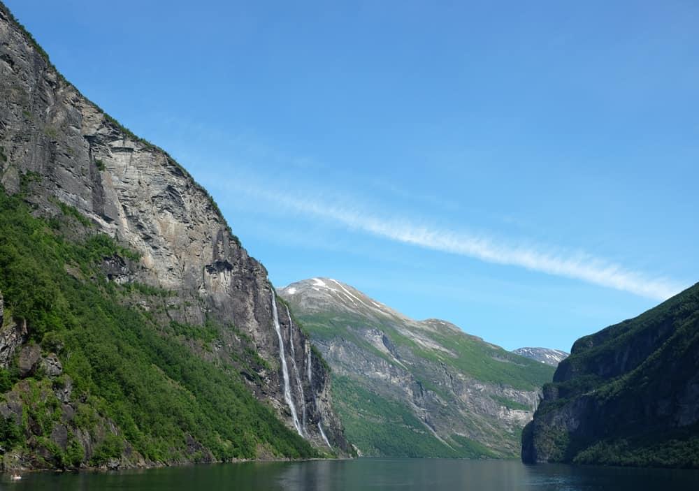 Vue sur le fjord de Geiranger en Norvège depuis une croisière avec Hurtigruten ©Etpourtantelletourne.fr