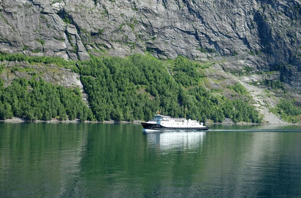 Fjord de Geiranger en Norvège ©Etpourtantelletourne.fr