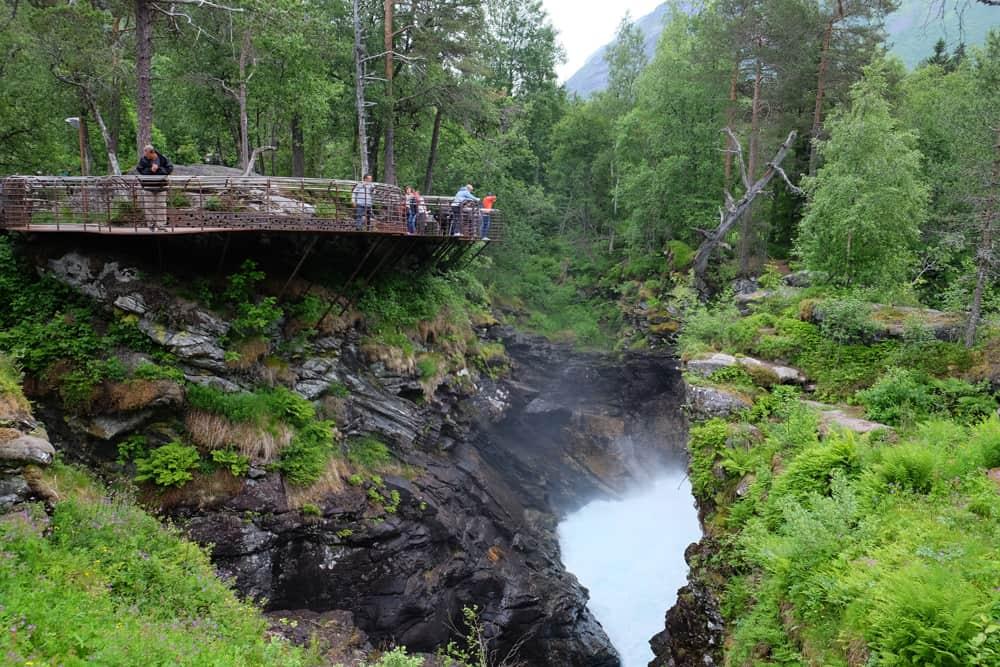 Gudbrandsjuvet - point de vue aménagé au-dessus de la rivière Valldøla ©Etpourtantelletourne.fr