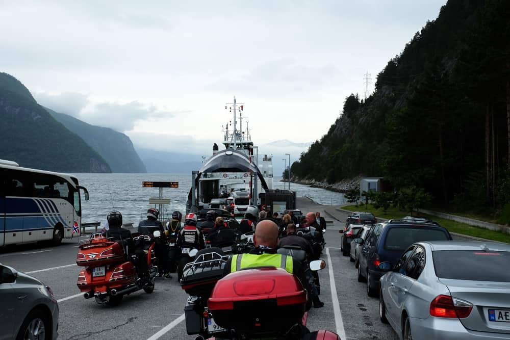 Traversée en ferry de Linge à Eidsdal sur la route des Trolls en Norvège ©Etpourtantelletourne.fr