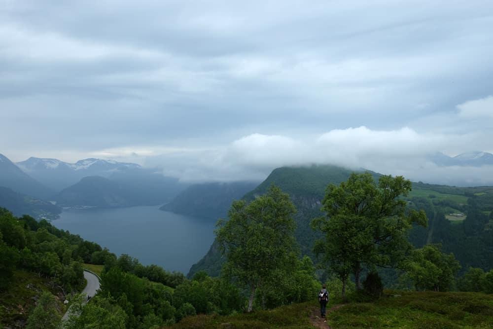 Randonnée à Blahornet - vue sur le fjord  ©Etpourtantelletourne.fr