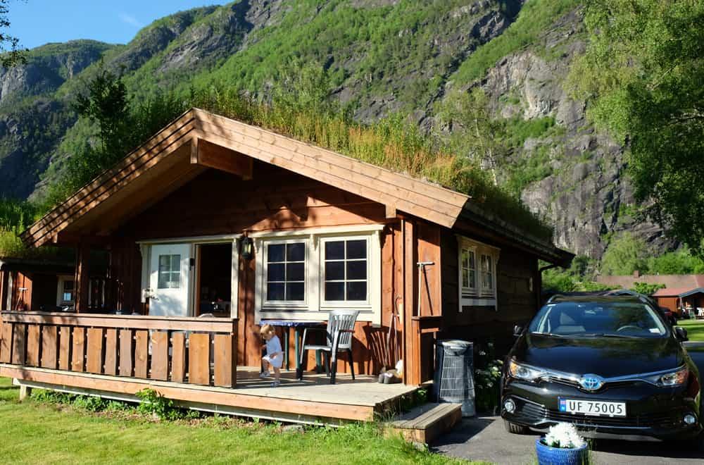 Camping en hytte - habitat traditionnel en Norvège ©Etpourtantelletourne.fr