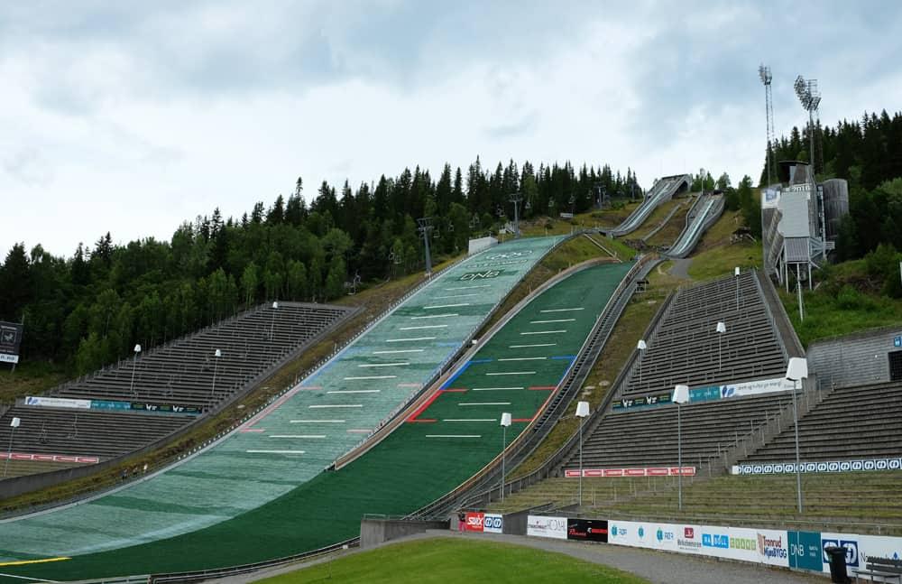 Le tremplin de Lysgårds à Lillehammer (JO d'hiver 1994) en Norvège ©Etpourtantelletourne.fr