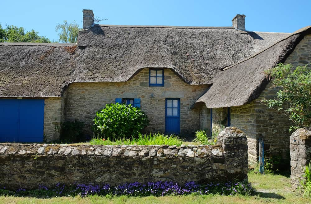Randonnée en Brière : les chaumières du village de Kerbourg ©Etpourtantelletourne.fr