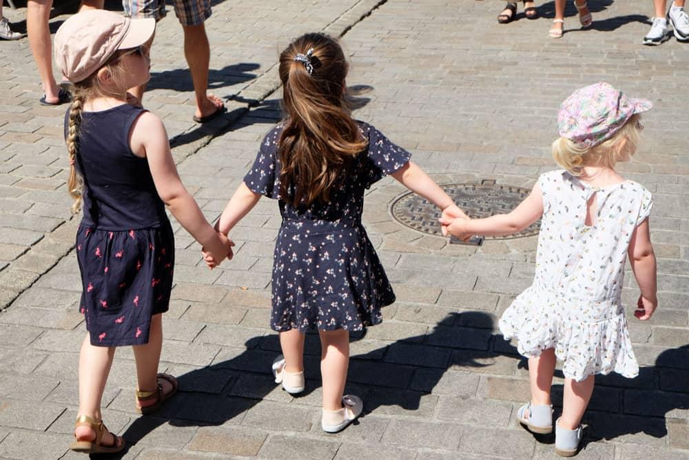 Promenade avec des enfants à Auray ©Etpourtantelletourne.fr