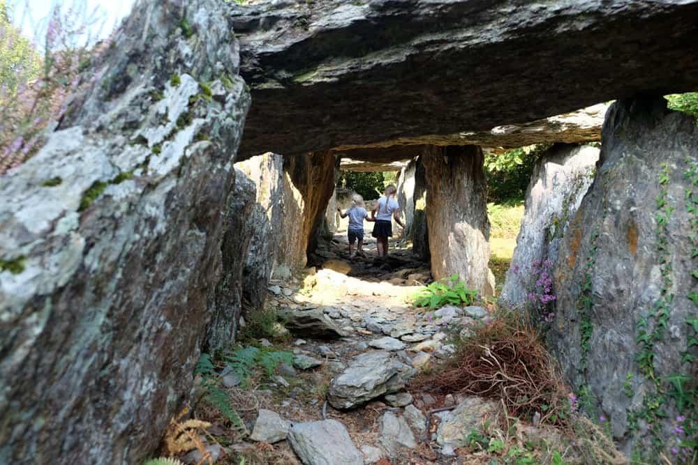 Allée couverte de Tréal - site mégalithique de Saint-Just en Bretagne ©etpourtantelletourne.fr