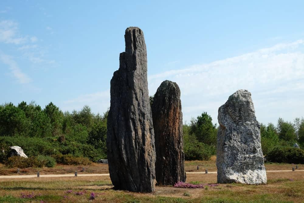 Menhirs les alignements du moulin - site mégalithique de Saint-Just en Bretagne ©etpourtantelletourne.fr