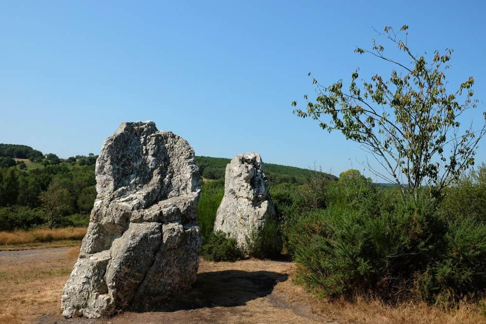 Menhirs Les Demoiselles de Cojoux - site mégalithique de Saint-Just en Bretagne ©etpourtantelletourne.fr