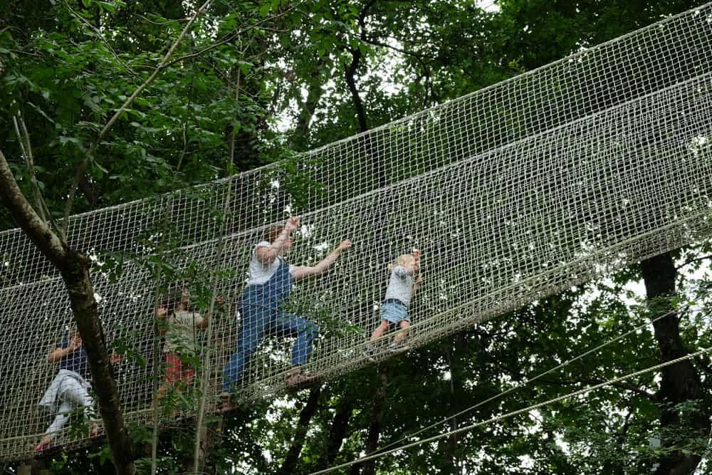 Parc Chloro'fil - Le Bois des Pirates, parcours dans les arbres adapté aux enfants  ©etpourtantelletourne.fr